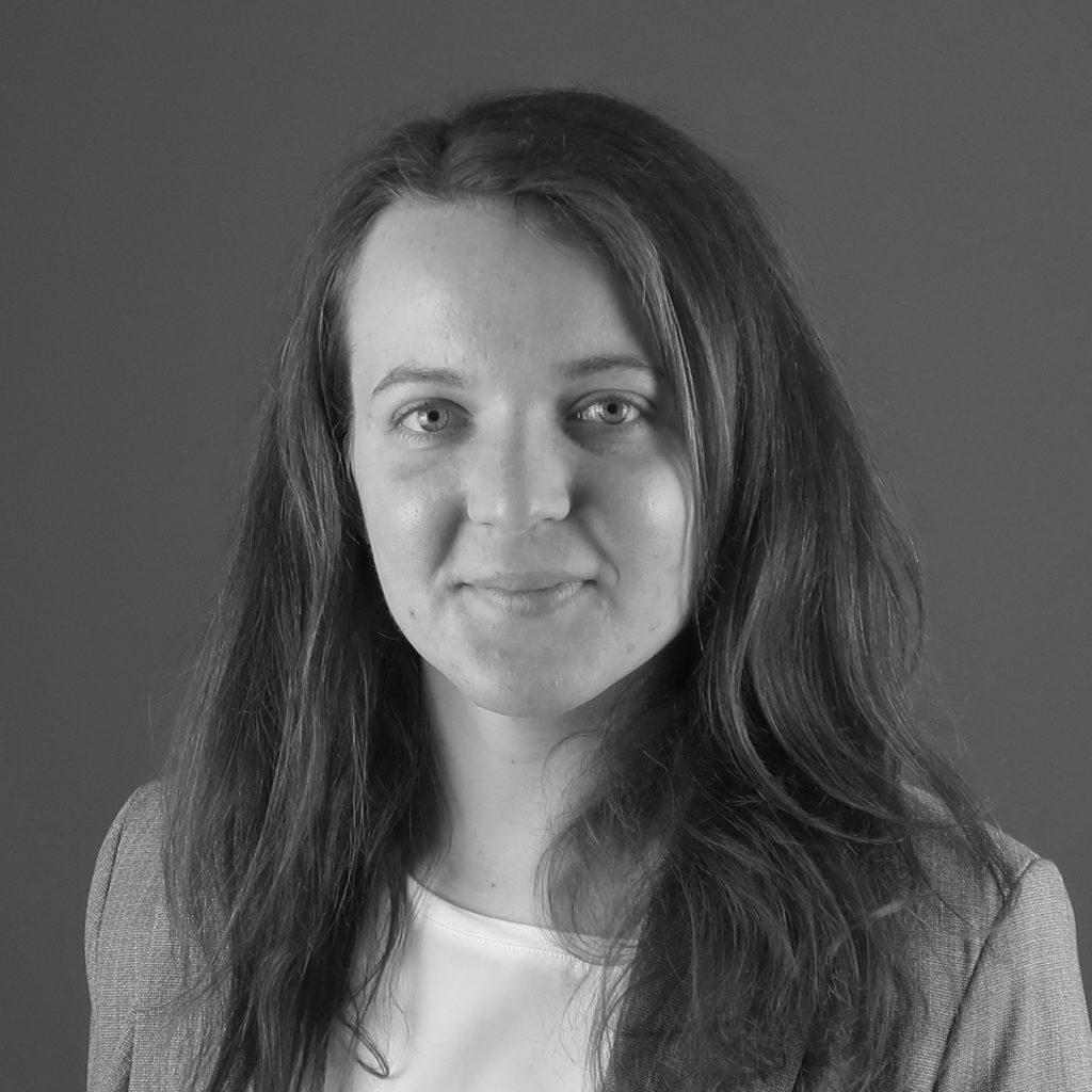 Work permit Hungary consultant Anna